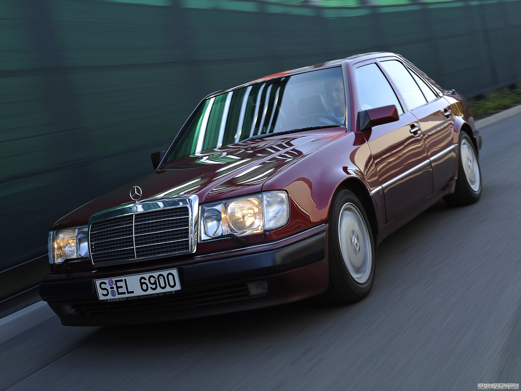 Curbside classic mercedes w124 1985 1996 e class the for Best looking mercedes benz models