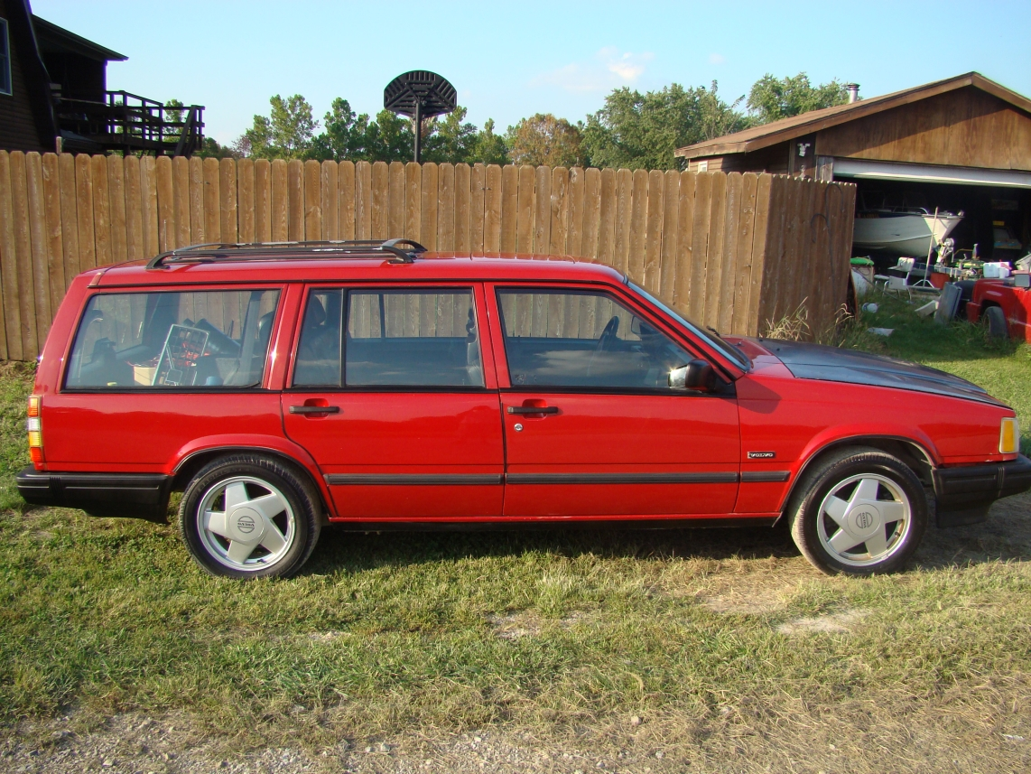 coal 1990 volvo 740 turbo wagon in sweden they spell panther without an h. Black Bedroom Furniture Sets. Home Design Ideas