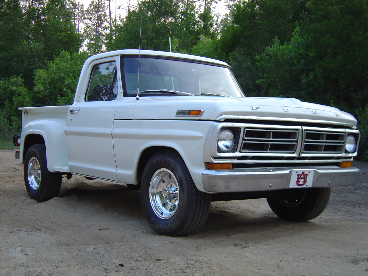 Curbside Classic 1968 Ford Pickup A Truck Youd Be Proud To Own 1970 Ranger Camper Special F100 Flareside And 71 F250 These Are Great Old Trucks That Complex Enough Do Just About What Ever You Want But Simple
