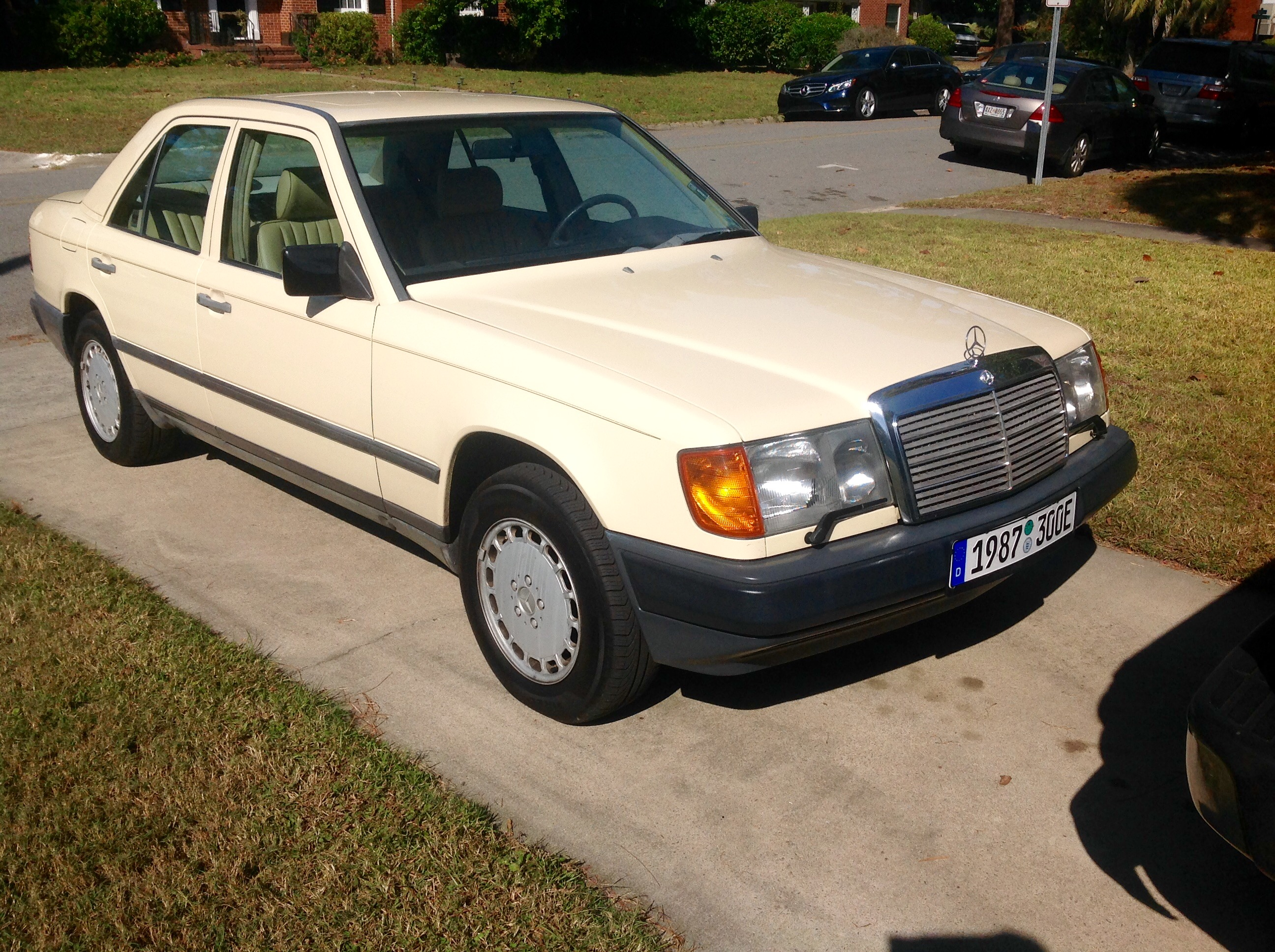 Cc Driving Impressions 1994 Mercedes 320e Still Bringing It W124 Wiring Harness Part Number Earlier Models Like Mine With The M103 Sohc Engine Never Had Soy Based Insulation So All Of Under Hood Is In Good Shape