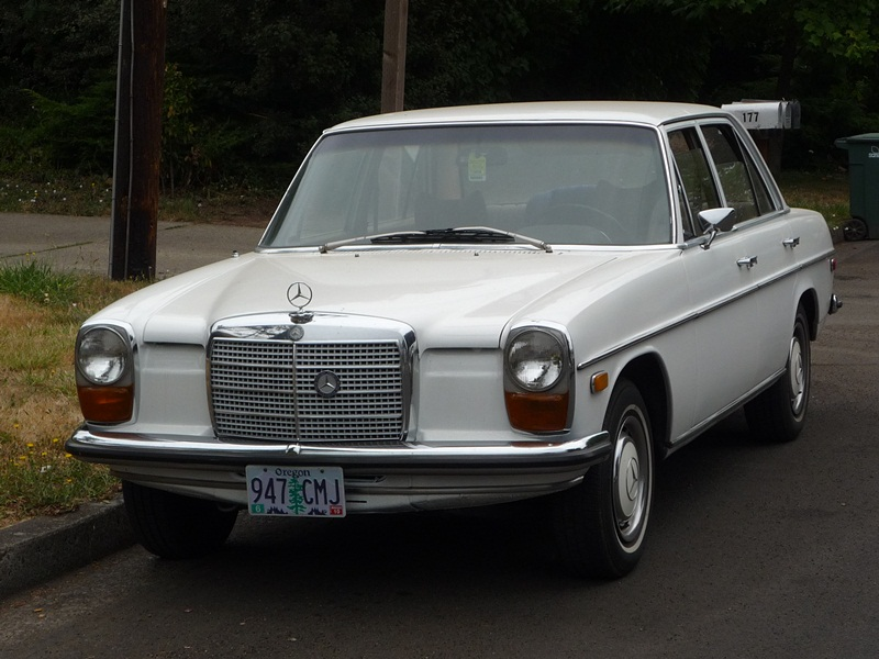 Curbside classic 1970 mercedes benz 220d ride in for Old mercedes benz models