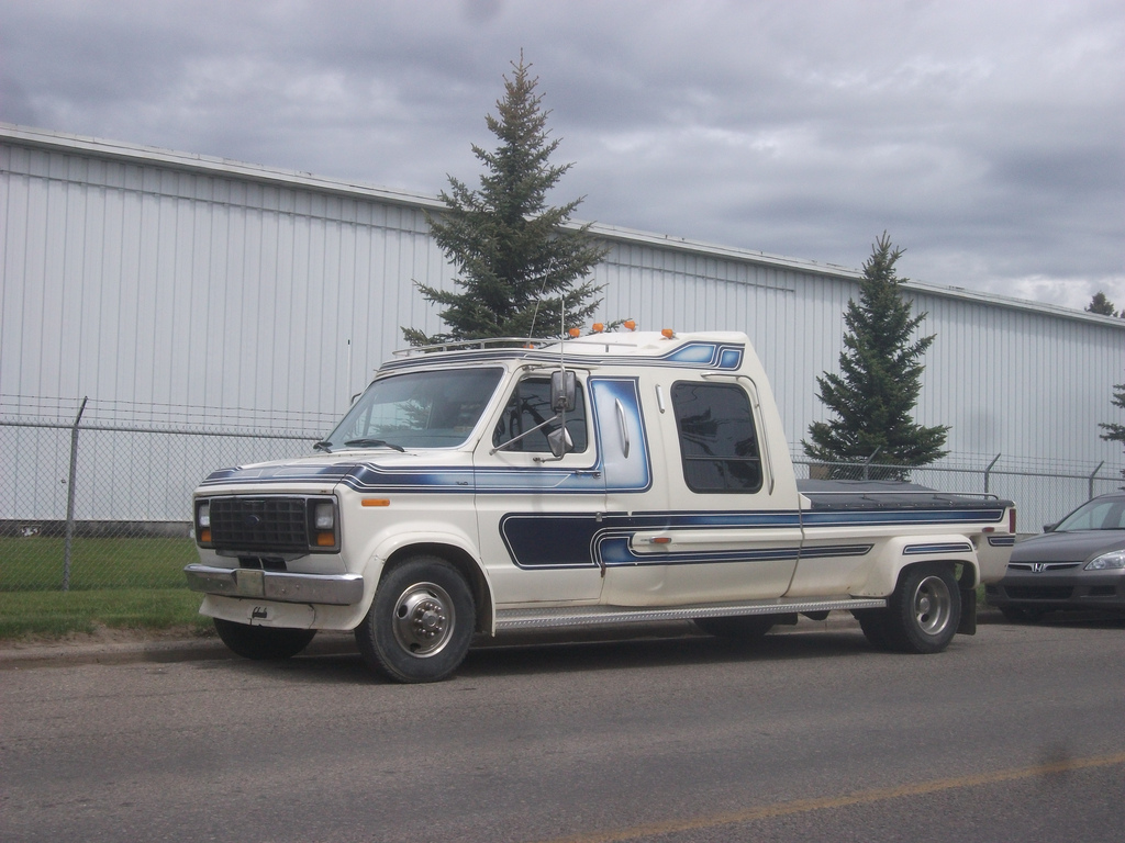 Cc Outtake Ford Econoline Tow Rig