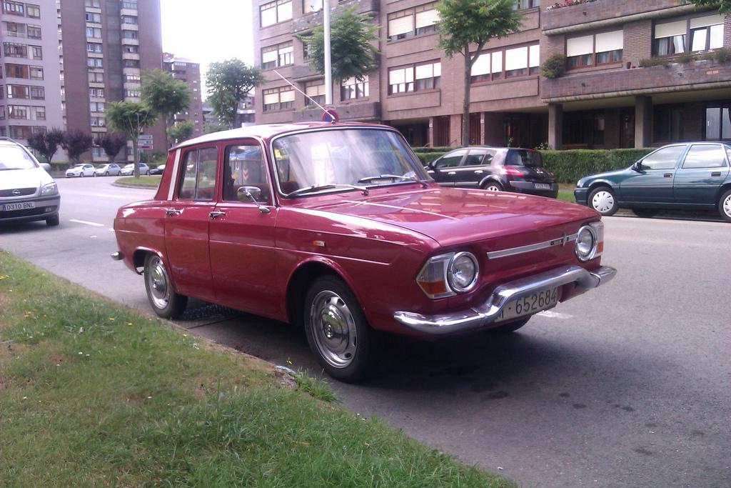 Renault-R10-fq.jpg