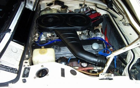 BMW E3_Bavaria_Sedan_Engine_1