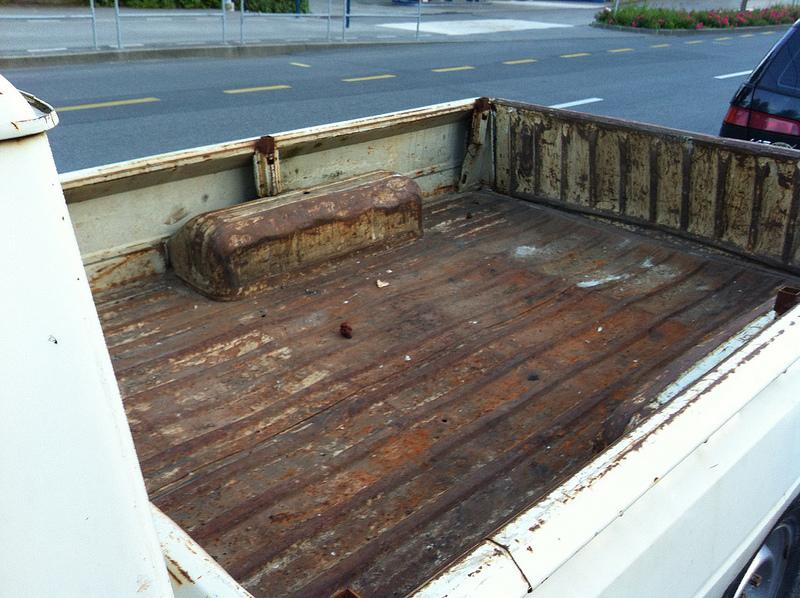 Peugeot 504 pickup bed