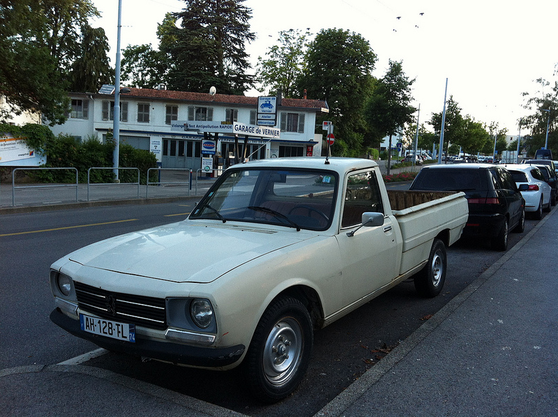 cc capsule peugeot 504 pickup bound for africa. Black Bedroom Furniture Sets. Home Design Ideas