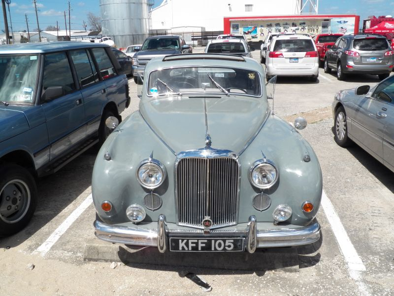 pic001 Jaguar Mark IX 01 front