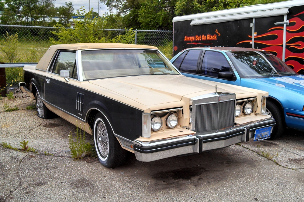 curbside classic 1983 lincoln continental mark vi missing the mark. Black Bedroom Furniture Sets. Home Design Ideas