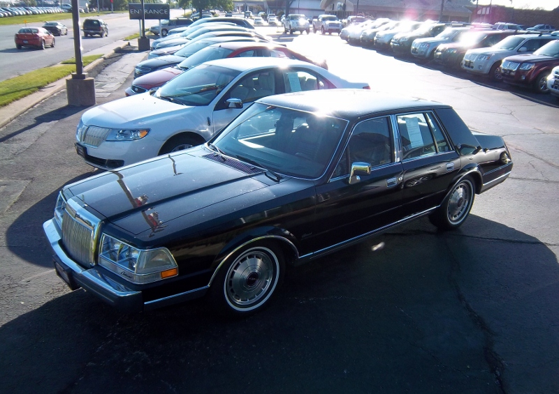 1986 lincoln continental givenchy photo 6 san diego ca 92154 images frompo. Black Bedroom Furniture Sets. Home Design Ideas