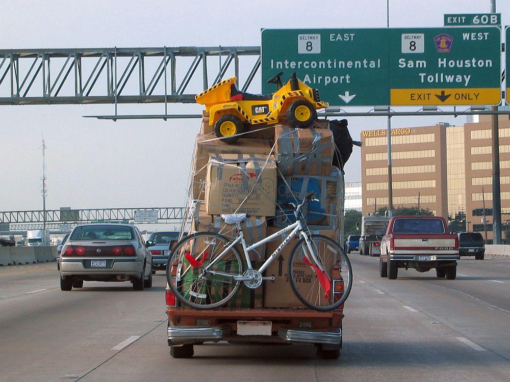 Datsun pickup overloaded 01