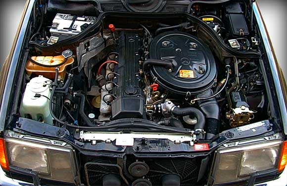 Mercedes W124 300e_engine