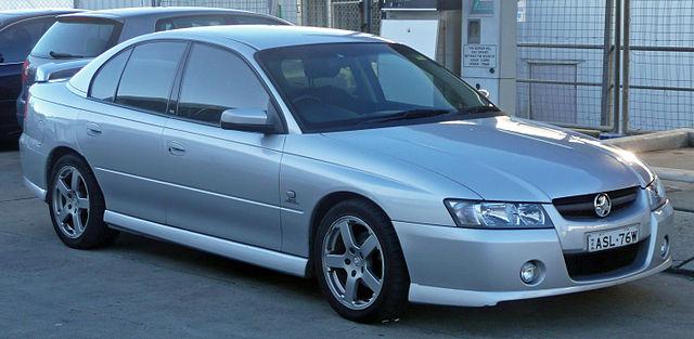 640px-2004-2006_Holden_VZ_Commodore_SV6_sedan_05