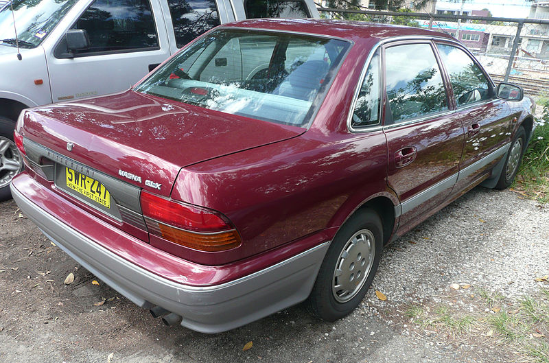 800px-1991-1994_Mitsubishi_TR_Magna_GLX_sedan_01