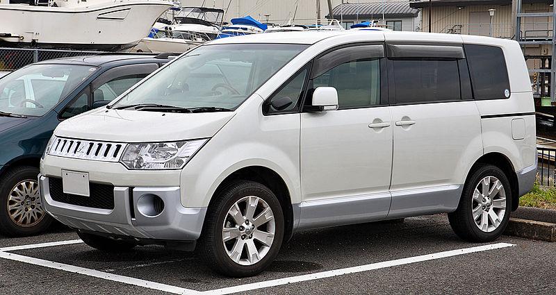 800px-Mitsubishi_Delica_D5_003