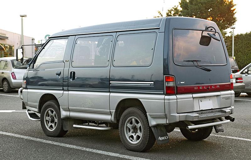 800px-Mitsubishi_Delica_Star_Wagon_002