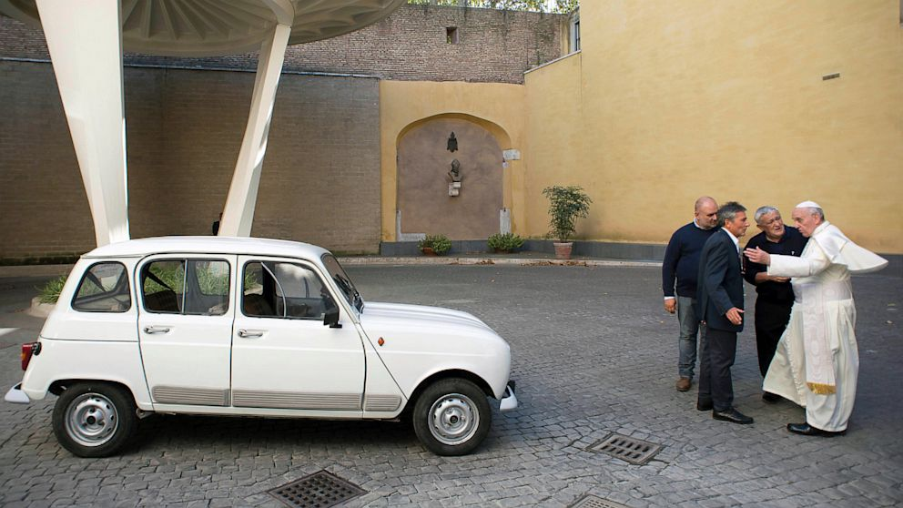 pope francis latest popemobile is a curbside classic 1984 renault 4. Black Bedroom Furniture Sets. Home Design Ideas