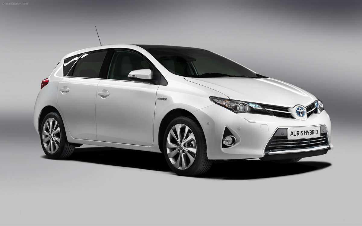 Toyota  Auris-Hybrid-2013-widescreen-07
