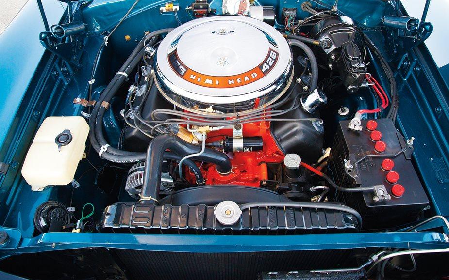 Dodge 1968 Charger-RT-426-Hemi-engine-2