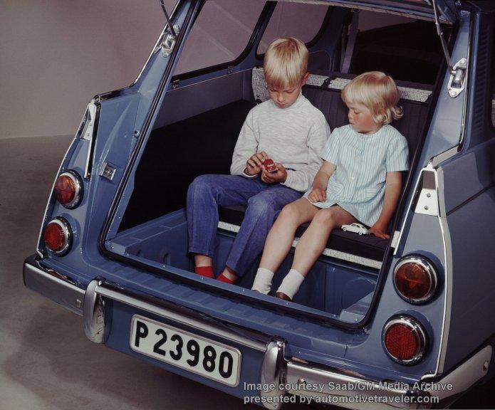 Saab 95 station_wagon_rear_facing_third_row_seat