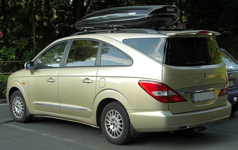800px-SsangYong_Rodius_270_Xdi_rear_20100719