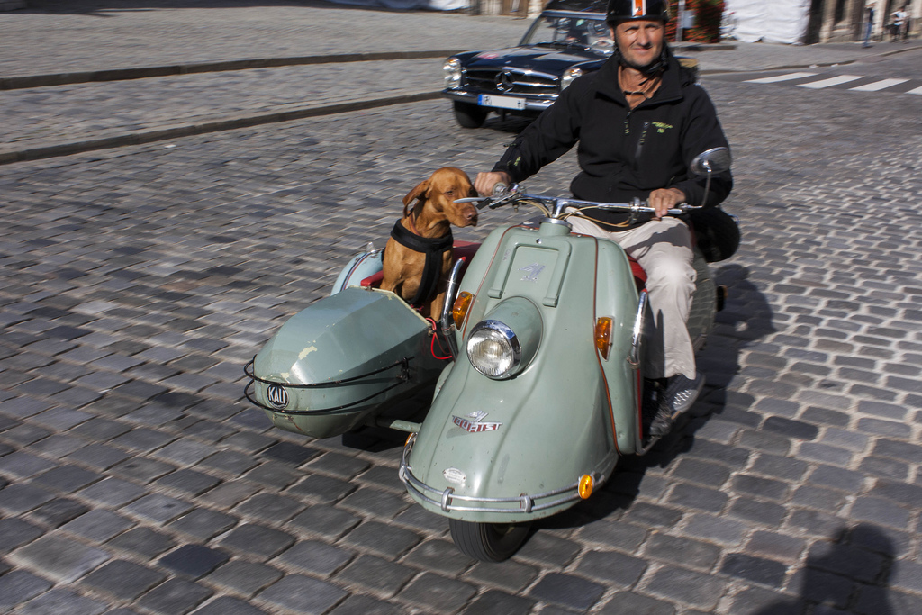 cohort sighting heinkel tourist scooter with sidecar the mercedes of scooters. Black Bedroom Furniture Sets. Home Design Ideas