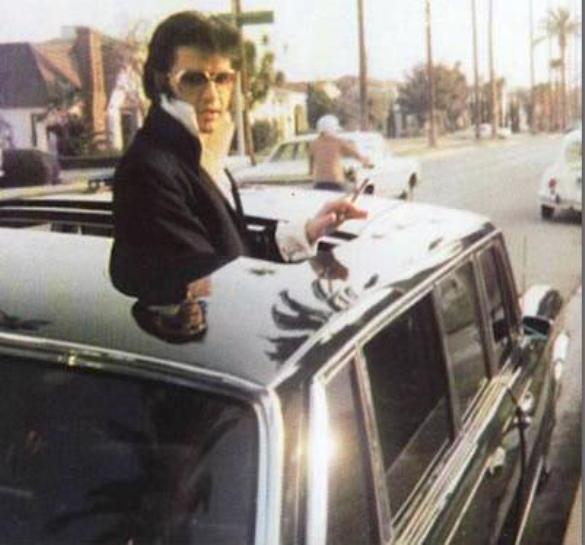 elvis_69_600_limo_in_Nov_1970_LA