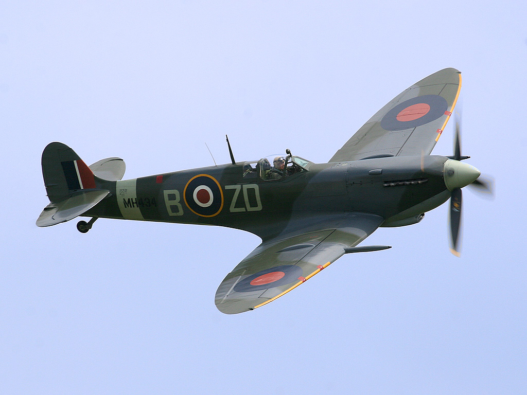 Spitfire Ray_Flying_Legends_2005-1