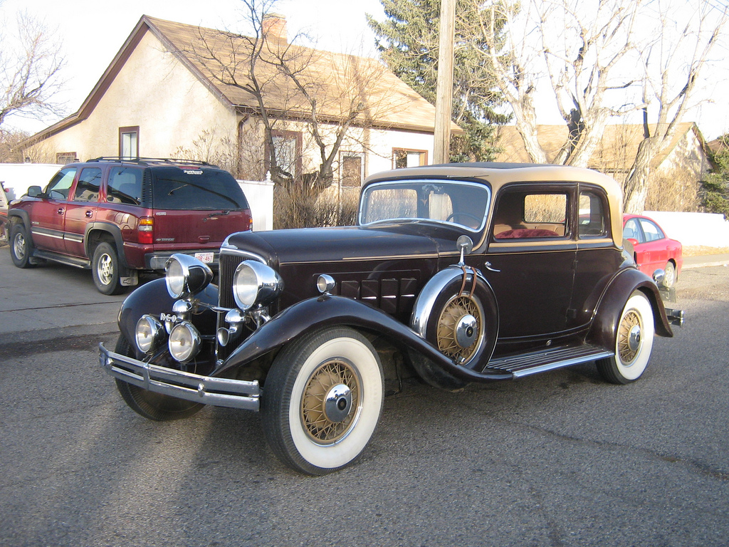 Curbside Full Classic: 1931 Reo Royale Victoria Eight 8-35