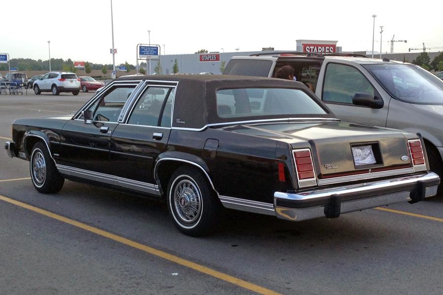 1987 Ford LTD Crown Victoria a
