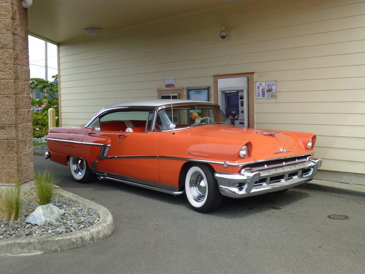 Cc outtake drive through banking in style 1956 mercury for 1956 mercury montclair phaeton 4 door hardtop