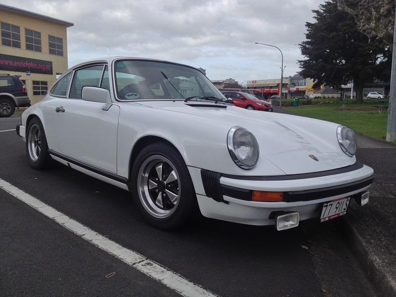 1977 Porsche 911S white