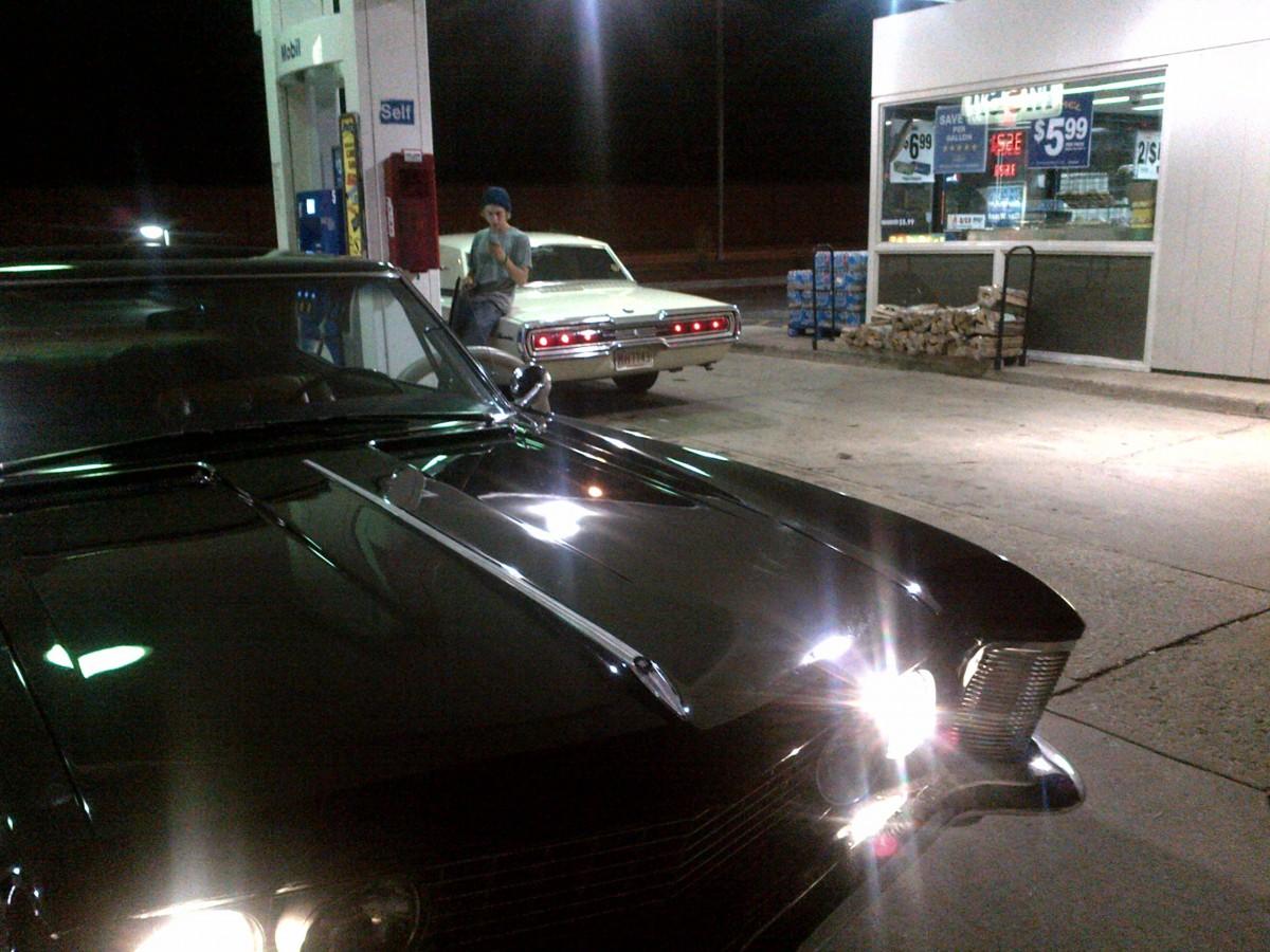 Buick Riviera 63 gas station
