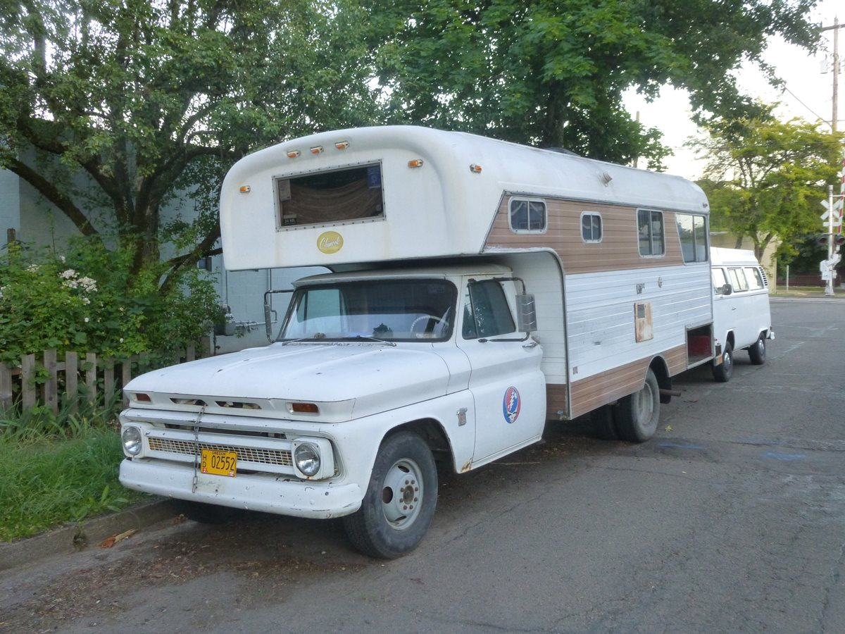 Beds That Look Like Couches Cc Capsule 1973 Dodge Balboa Motorhome Porky S Piglet