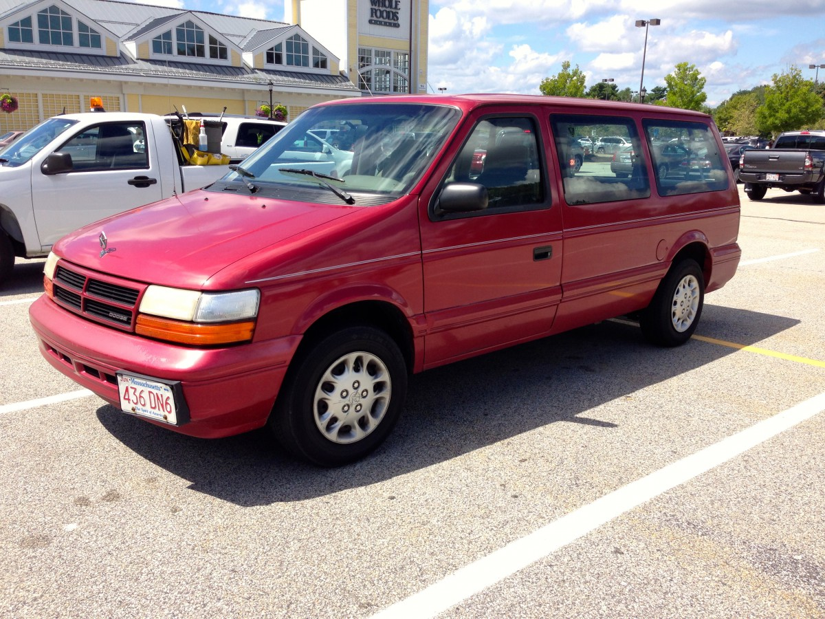 1990 plymouth voyager se with Curbside Classic 1994 Dodge Grand Caravan Se on 724 Plymouth Voyager Wallpaper 5 as well Overview moreover Problemas Camio a Chrysler Sobre 167781 besides Renault Espace Prostorne Mpv Zmenilo Crossover 86979 together with Archivo 1994 1996 Chevrolet Lumina APV.