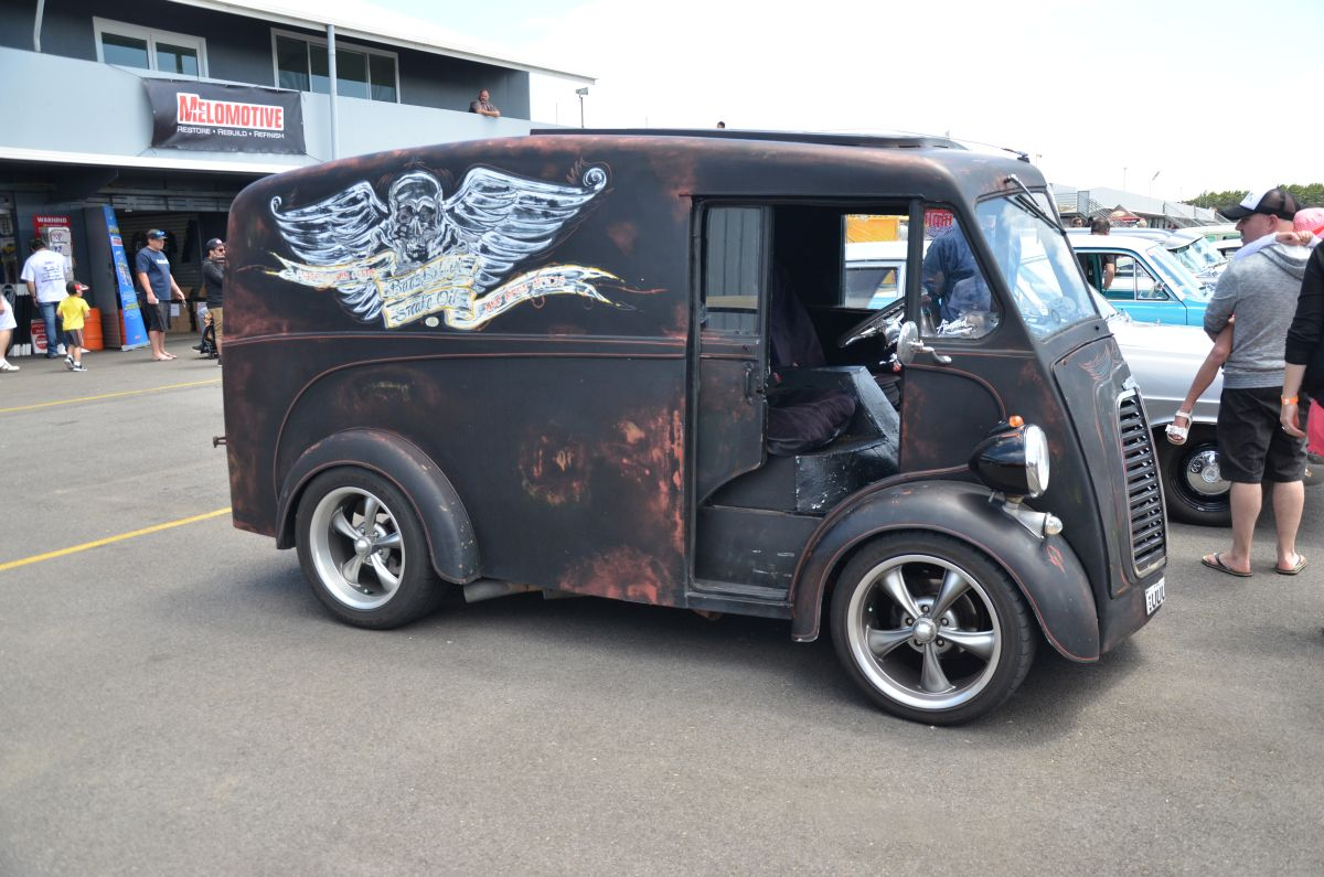 car show classic morris j van a long way from stock. Black Bedroom Furniture Sets. Home Design Ideas