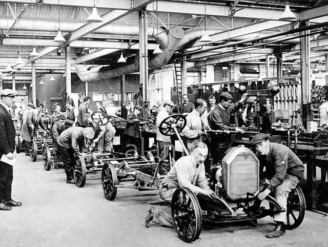humber-car-factory-in-coventry-1923-BMHM6C