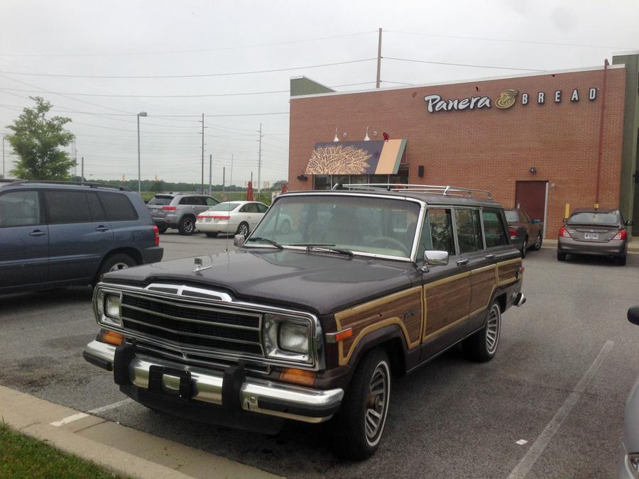 1990 Jeep Grand Wagoneer b