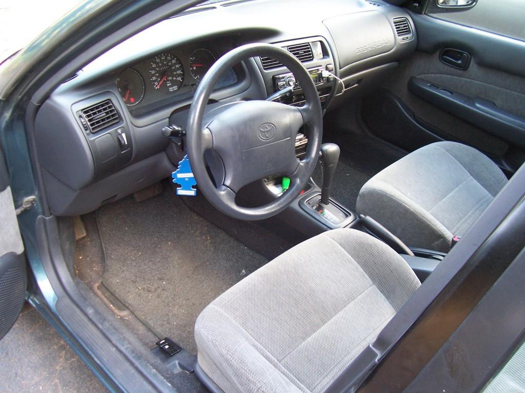 Curbside classic toyota corolla e100 saito s mini lexus for Interior toyota corolla