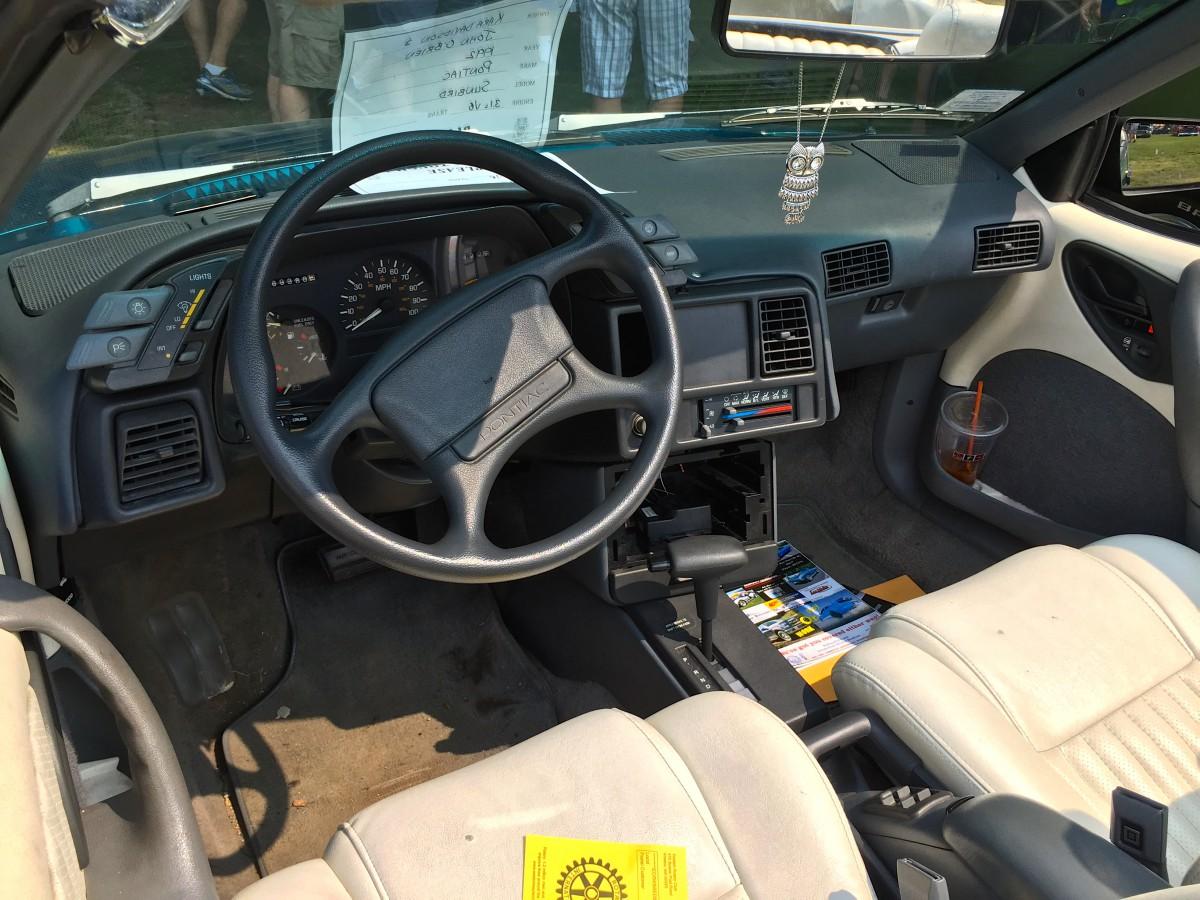 Car Show Classic 1992 Pontiac Sunbird Se Convertible