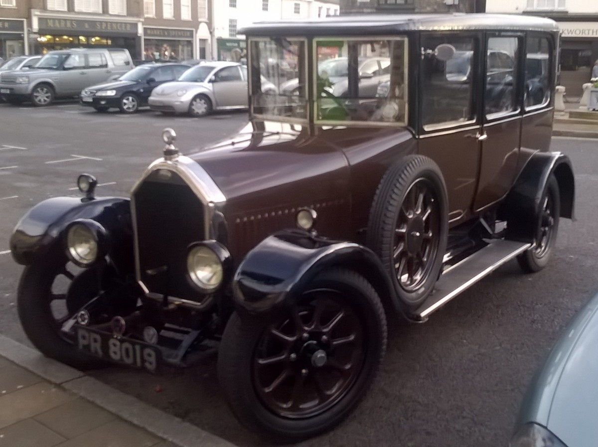 Curbside Outtake: 1926 Humber 14/40 Saloon – Waiting For A Sunny Day