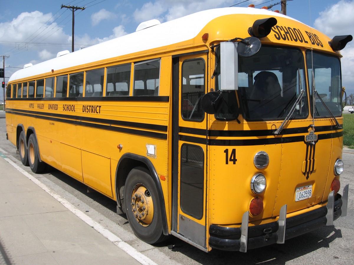 Crown Motor Coaches California Royalty