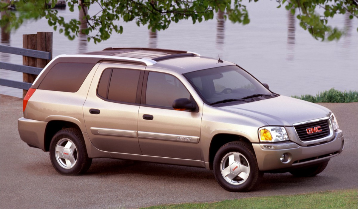 cc outtake 2004 gmc envoy xuv and whose bright idea was this. Black Bedroom Furniture Sets. Home Design Ideas