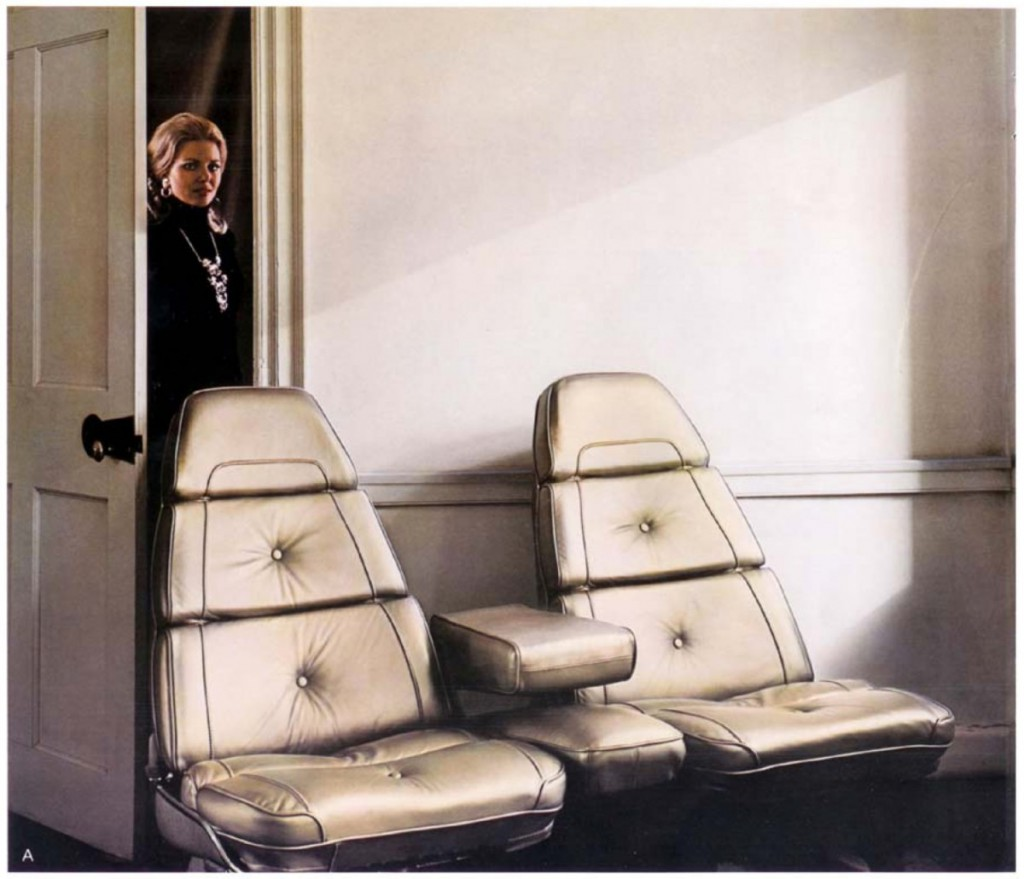 1973 Imperial brochure seats