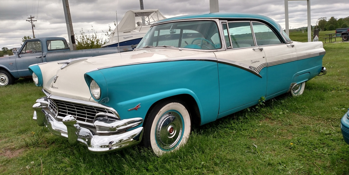 Curbside classic 1956 ford fairlane fordor victoria for 1956 ford fairlane 4 door hardtop