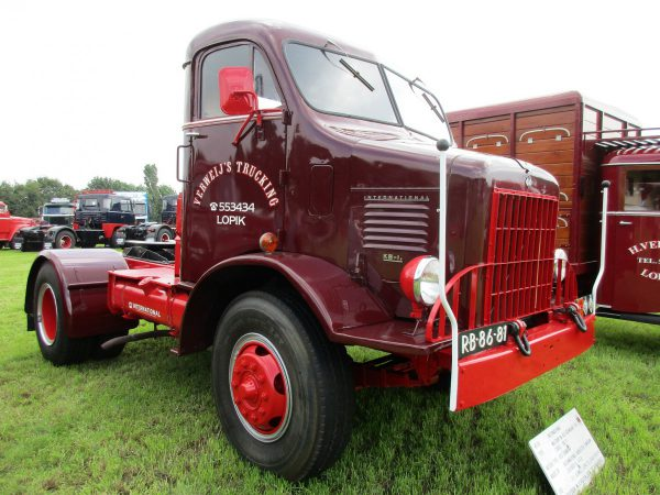 Onstad  Rhonda likewise 17 Winchester Super Magnum further  in addition Viewtopic 68042 further Truck Show Classics 2016 Oldtimer Truck Show Stroe American Trucks. on low bed semi trailer military 1953