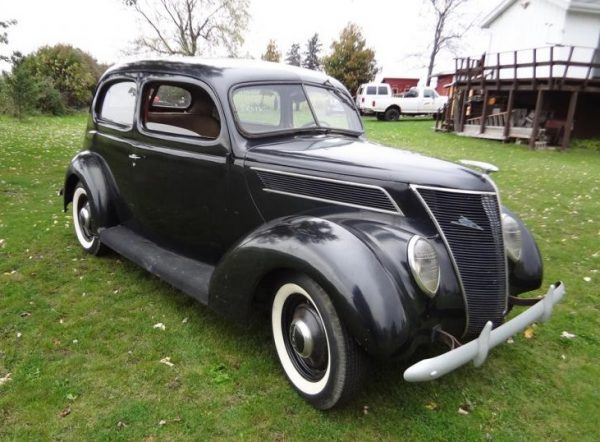1937 Ford V8-74 Standard Tudor with 60 hp engine – Photo: jalopyjournal