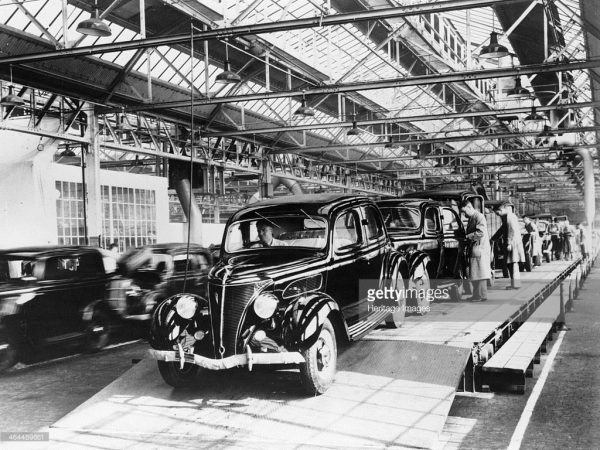 Ford V8 22 HP Model 62 production line at Dagenham, 1937